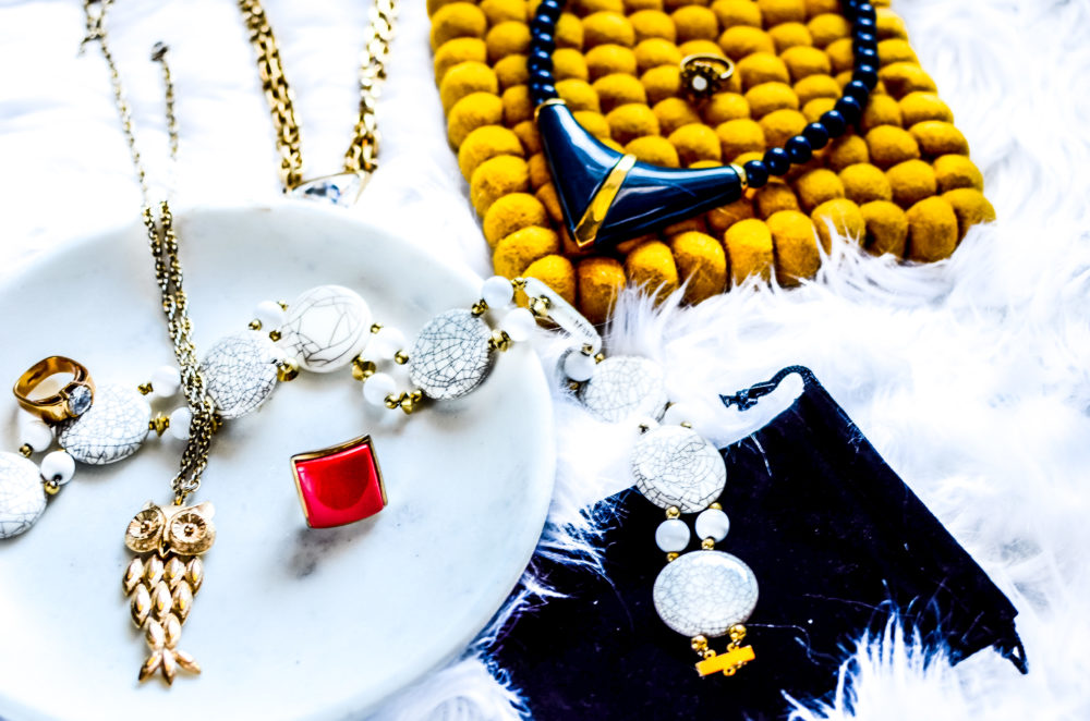 In order to curate your own vintage jewelry collection, there are a few things you need to know. Ready to experience the magic of vintage?