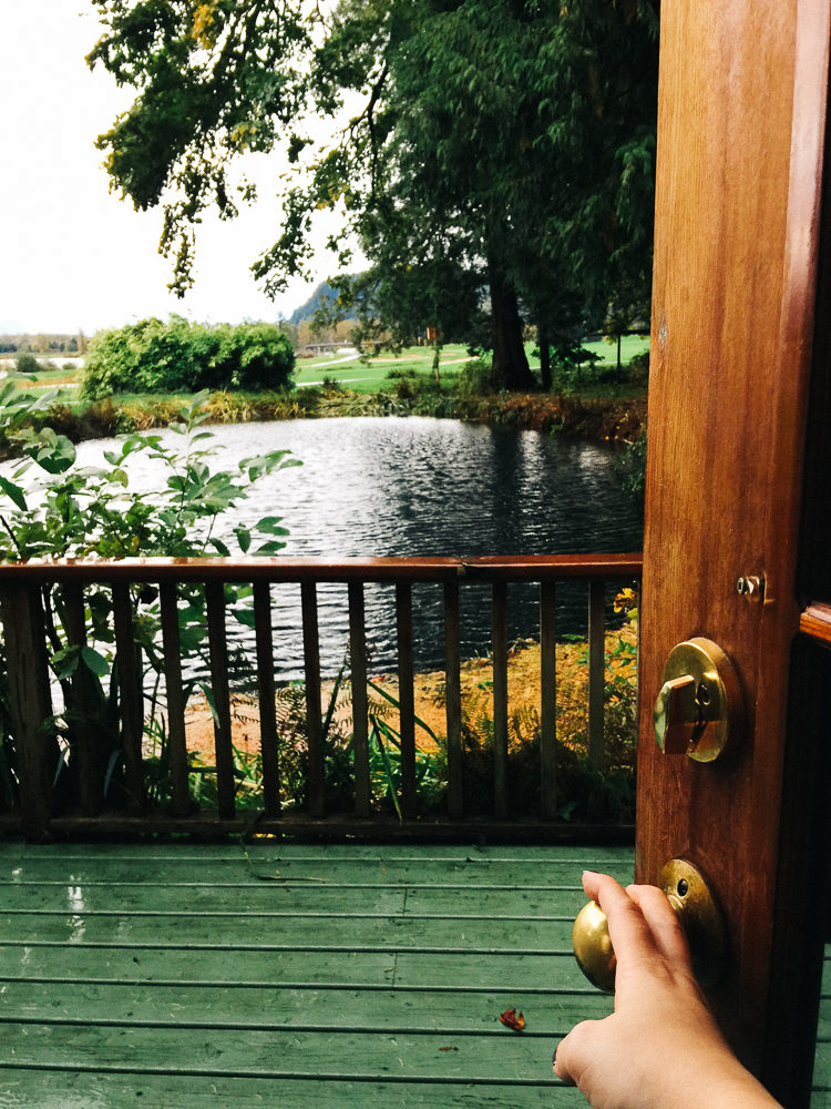 Rowena's Inn on the River | Travel Guide